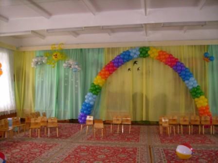 """Агентство  """"Презент """" предлагает услуги по оформлению воздушными шарами, текстилем, живыми цветами любых празничных..."""